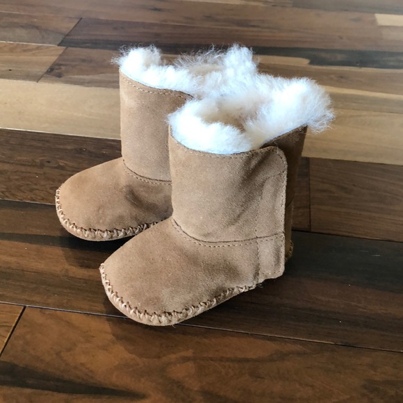 06cefce25d1 baby UGGS size small (2/3)